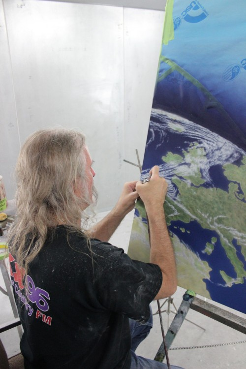 Gerald McLaughlin picked up his first airbrush in 1978 and has been painting graphics ever since.