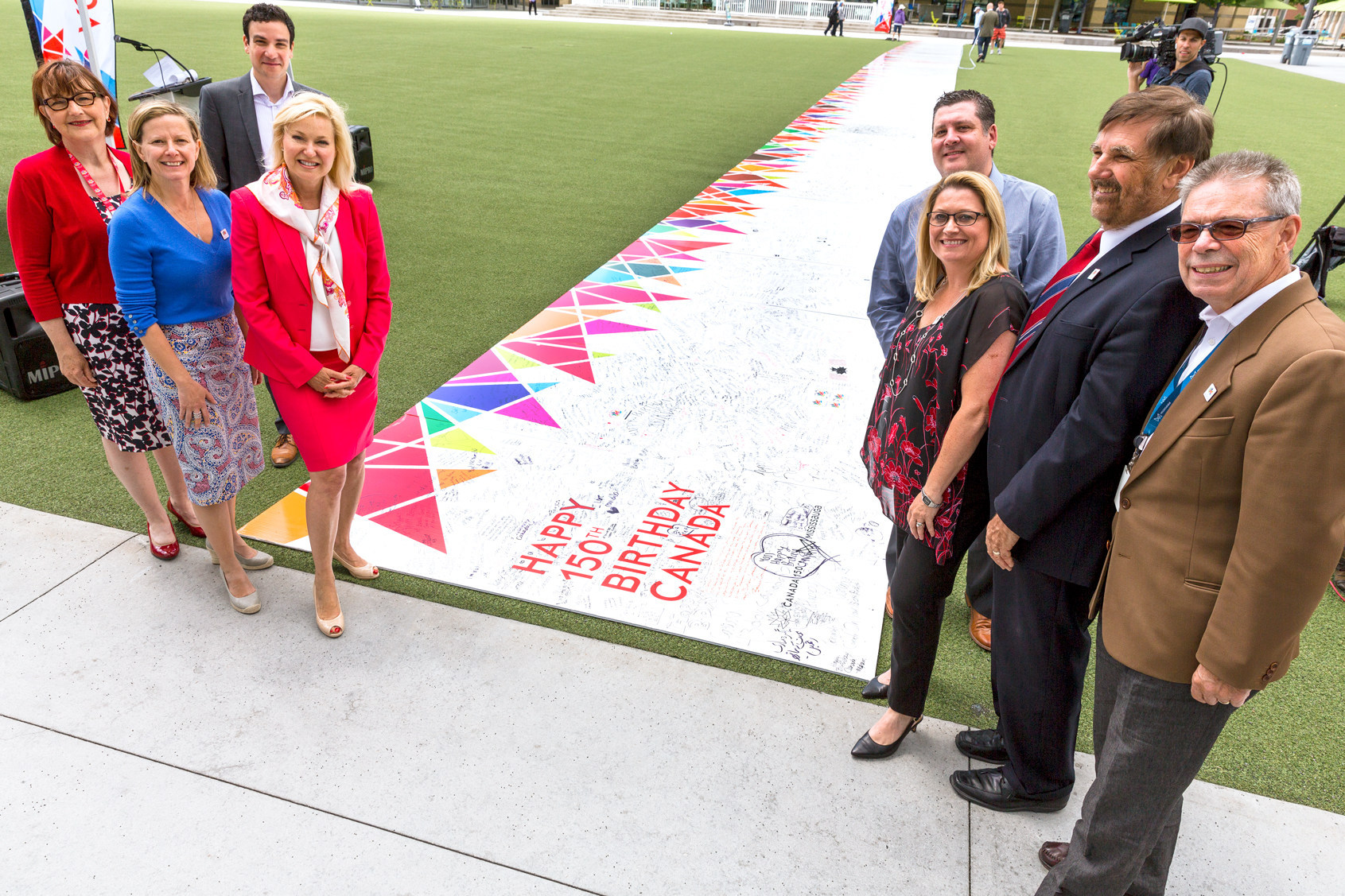Mississauga seeks world record with canada 150 birthday card sign the city of mississauga ont is pursuing a guinness world record for longest greeting card after assembling a gigantic birthday card earlier this month m4hsunfo