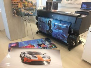 The event featured live demonstrations of printers, cameras, and projectors.