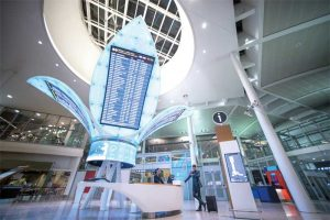 'The Flower,' a stunning light-emitting diode (LED) display feature, dominates the central gathering area of Terminal 1 at Toronto Pearson Airport (YYZ), transforming the space to one of the most highly trafficked locations at the airport.